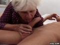 Mamie se fait prendre le cul par un jeune