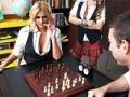 Belle joueuse d echec baise avec son adversaire
