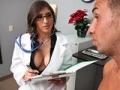 Jeune infirmiere aux seins enormes