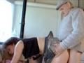 papy plante sa bite dans une chatte vierge