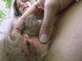 chatte blonde poilue souillee de sperme