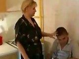 Mature blonde amatrice baise un puceau