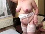 Belle maman encul�e par plusieurs hommes