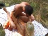 Piquenique libertin pour un jeune couple