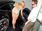 Les cougars adorent les voitures de luxe !