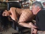 Vieux fetichiste de pieds feminin  baise sa secretaire