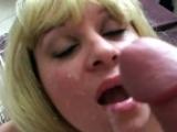 Grosse blonde amatrice suceuse de bite