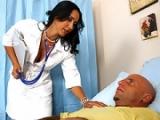 Infirmi�re baise avec un malade dans l�h�pital