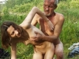 Paysanne abus�e par un vieux fermier