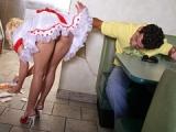 Je baise la jeune serveuse blonde de la cafeteria