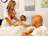 Plan cul avec une infirmière très chaude