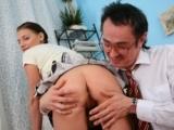 Jeune fille d�pucel�e par son prof a domicile