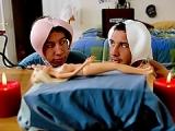 Deux jeunes hommes cr�ent la femme de leurs r�ves