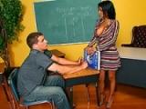 La prof d'espagnole est une salope elle baise avec un élève