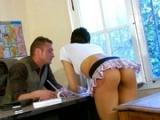 Plan baise pendant un cours d��ducations sexuel