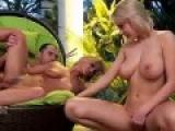 Deux jeunes filles adorent la sodomie