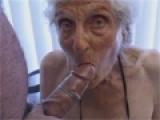 Croulante 95 ans suce des bites