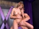 Jeune baiseuse tourne sa première vidéo porno