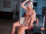 Des blondes lesbiennes font l�amour en douceur