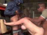 Baisée violemment par un groupe de jeunes racailles