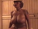 Femme mature aux gros nichons