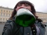 Premier trio pour une �tudiante alcoolis�e