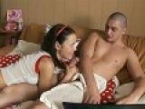 Jeune couple baise devant leur webcam sur un visiocam