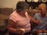 Mature lesbienne obese initie une jeune de 20 ans