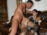 Jeune femme à tout faire baisée par son patron