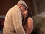 Jeune bordelaise baise avec un vieux viticulteur